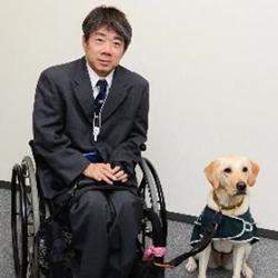 木村氏顔写真、介助犬シンシアとツーショット
